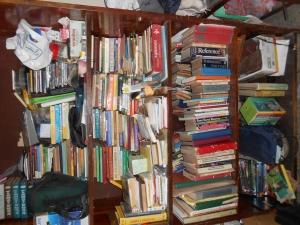Mah stack ay books.