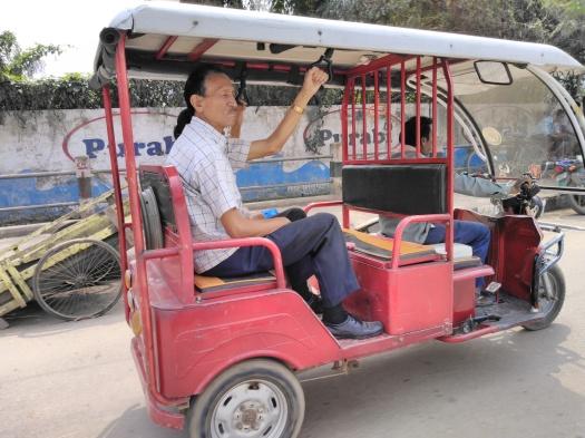 Guwahati e-rickshaw (1)